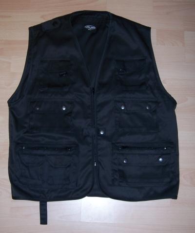 schwarze Hundeführerweste mit vielen Taschen