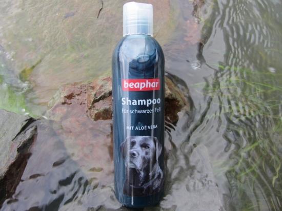 Hochwertiges Hundeshampoo für Hunde mit schwarzem Fell von Beaphar.
