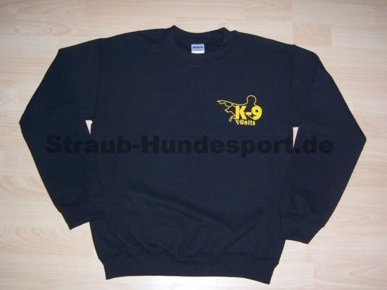 Rundhalspullover von K9 in schwarz mit gelbem Logo auf Brust und Rücken
